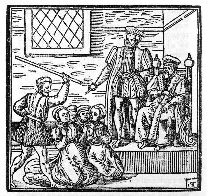 Dans ce bloc de bois, le roi James d'Écosse est représenté en train de présider le ...