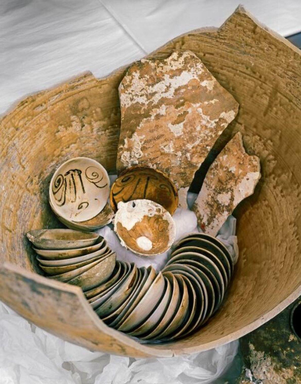 Le navire transportait environ 55 000 bols fabriqués pour l'exportation dans des fours à céramique de la province ...