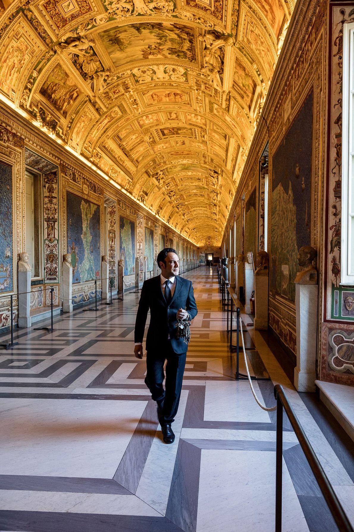 40 fresques représentant des cartes de l'Italie décorent la Galerie des Cartes Géographiques. C'est le Pape ...