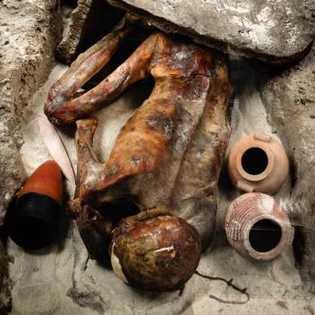 Conservées par l'aridité du désert, les momies prédynastiques de Gebelein dateraient de 3 500 avant J.-C. ...