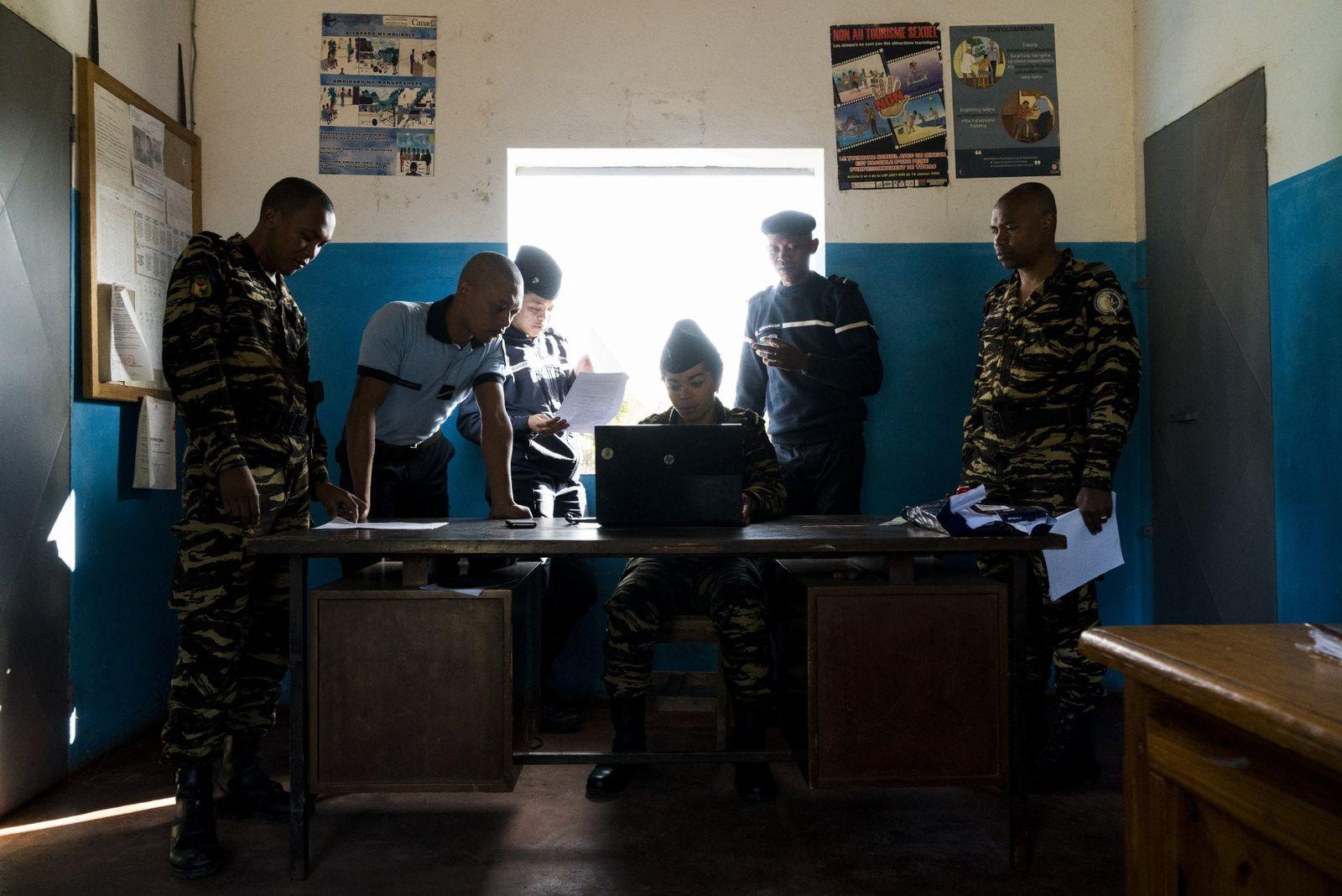 La police de la ville d'Andasibe met sur pied une descente dans un village voisin afin ...