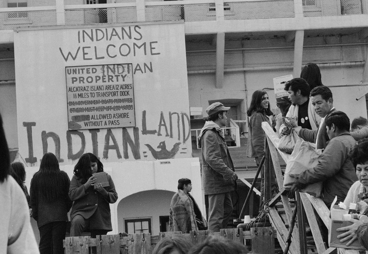 De décembre 1969 à juin 1971, les activistes amérindiens ont occupé l'île d'Alcatraz sur la base ...