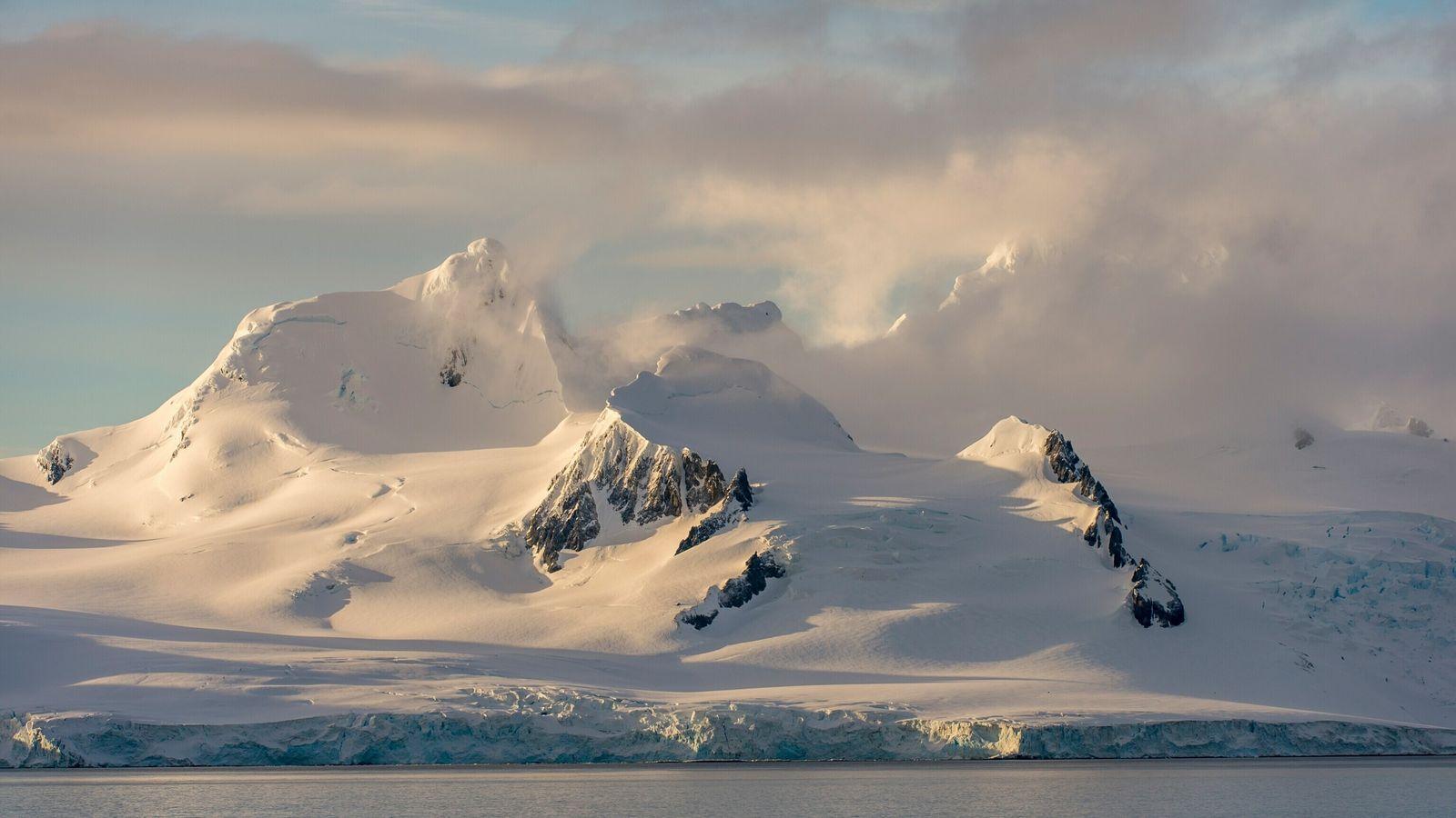 Une nouvelle méthode d'étude de la calotte glaciaire depuis l'espace permet aux scientifiques de déterminer précisément ...