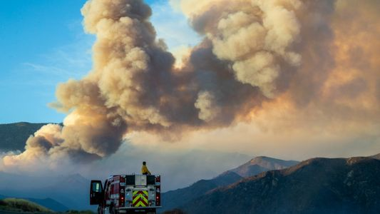 La fumée des feux de forêt pourrait provoquer une hausse des cas de COVID-19