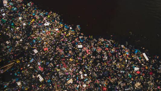 Près de 1 000 cours d'eau déversent du plastique dans les océans