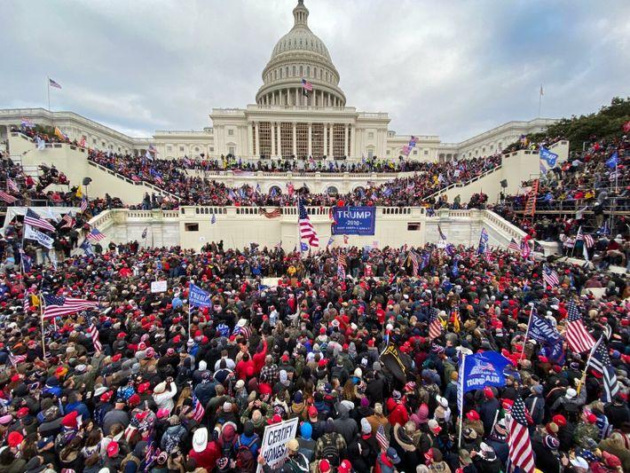 Les partisans du président Donald Trump se sont réunis mercredi 6 janvier devant le Capitole. Les insurgés ...