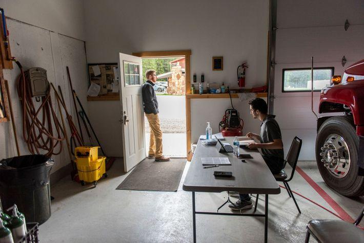 À Cooke City, petite bourgade de 63 habitants située dans le Montana, un centre de vaccination contre la ...