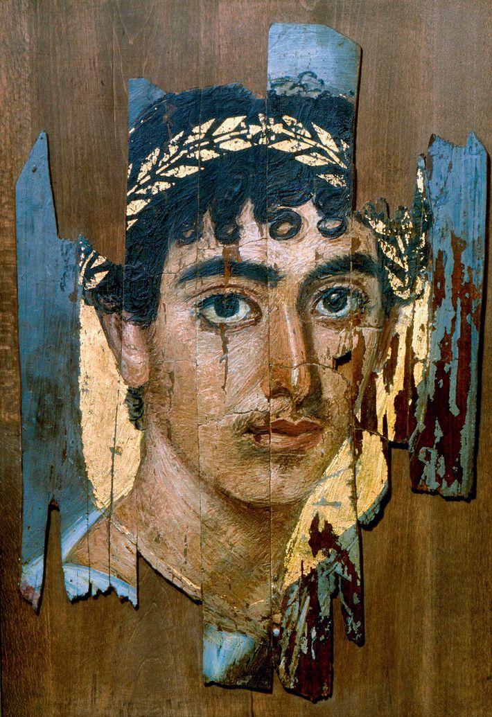 La complexité des détails et la feuille d'or semblent donner vie à ce portrait du Fayoum ...