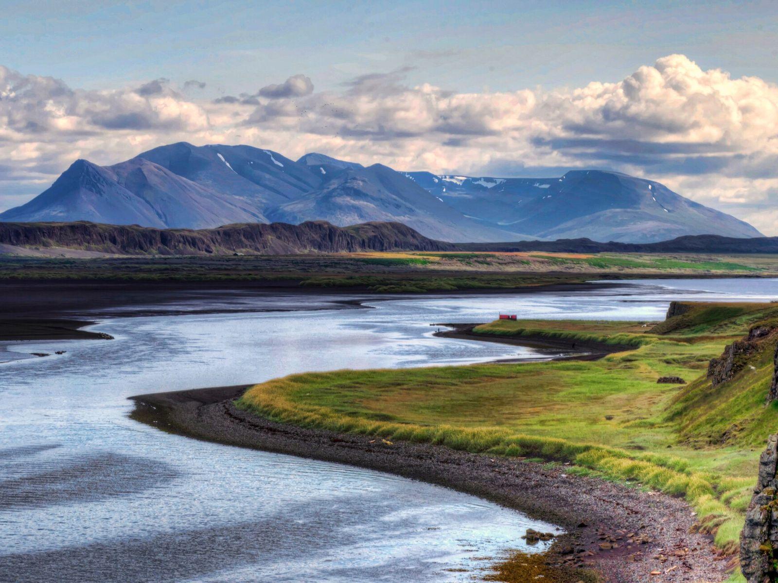 Le long de l'Arctic Coast Way, une route créée en 2019 dans le nord de l'Islande, les visiteurs découvrent ...