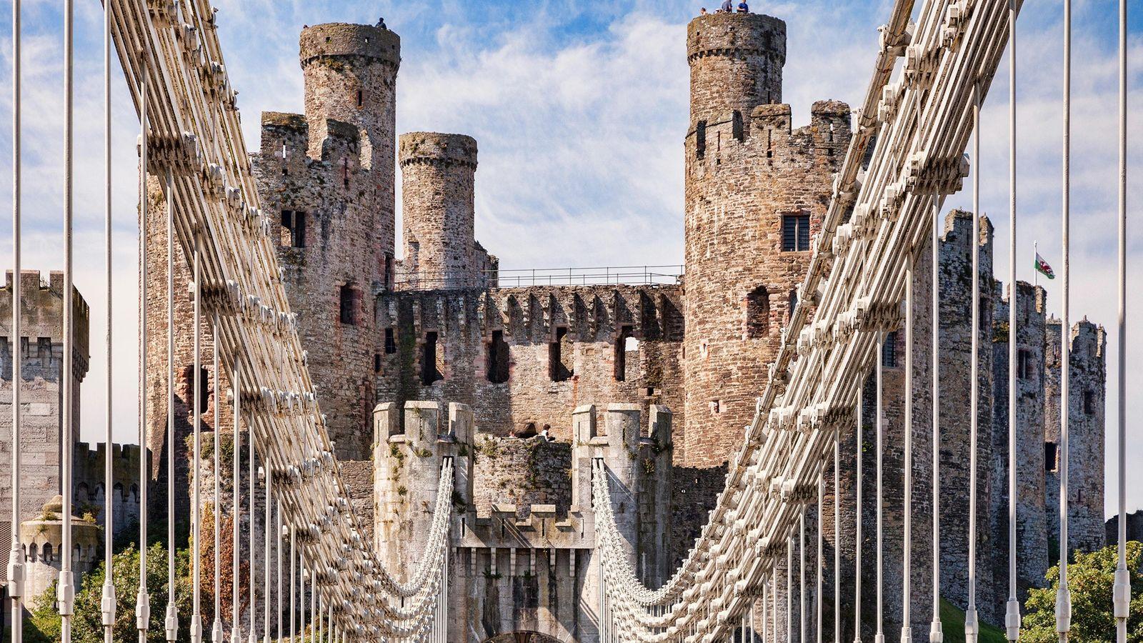 Le pont suspendu de Thomas Telford (1826) est l'un des premiers au monde et mène à ...