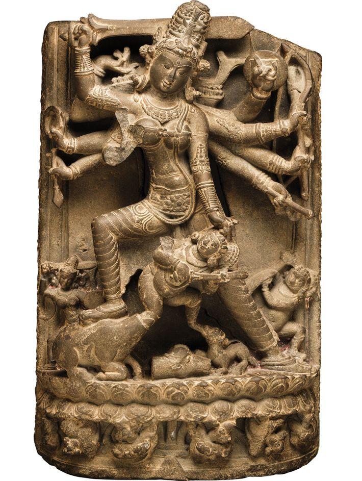 La reine changea de nom pour Lakshmi Bai, en hommage à la déesse indienne de la richesse. Lakshmi ...