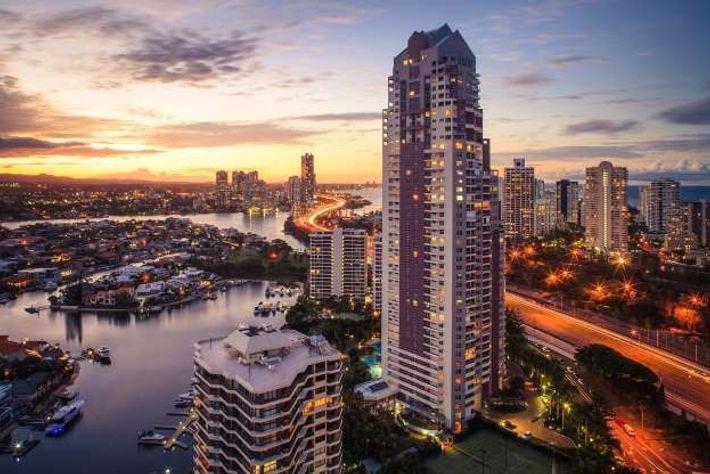 La ville de Gold Coast en Australie est parcourue par 390 km de canaux, près de ...