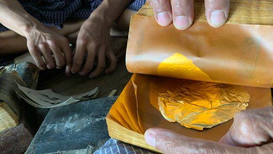 Myanmar : les coulisses de la fabrication des feuilles d'or