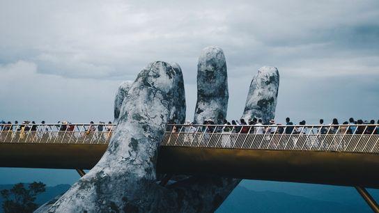 Cau Vang, le « pont doré » vient juste d'ouvrir près de Da Nang, au Vietnam.