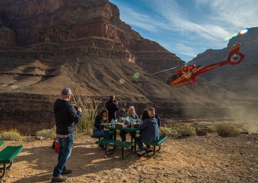 Au moment de réserver un tour en hélicoptère, assurez-vous de vérifier qu'il possède des surfaces vitrées ...
