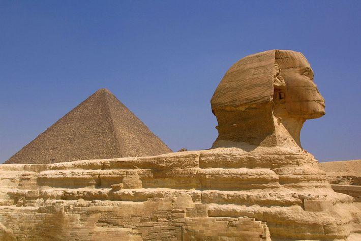 Le Sphinx est l'une des plus anciennes statues au monde. Sculpté dans la roche calcaire, le ...