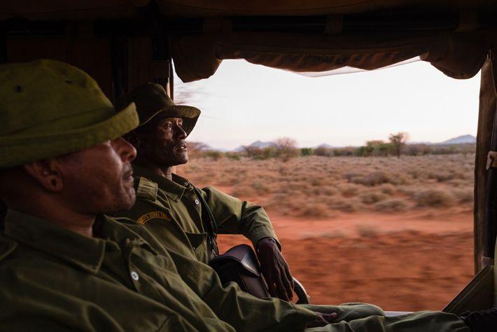 Lewarani Loidingae, à gauche, et Lenengetai Lmantoros sont deux ambassadeurs du Grevy's Zebra Trust. Formés à ...
