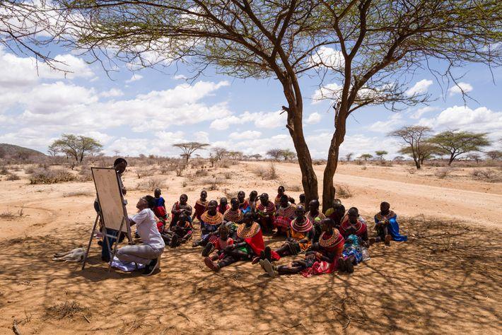 Des femmes Samburu participent à un atelier sur la gestion holistique des terres dont l'objectif est ...