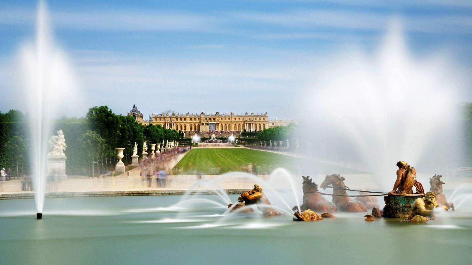Le bassin d'Apollon est l'une des 55 pièces d'eau du château de Versailles, site classé au ...