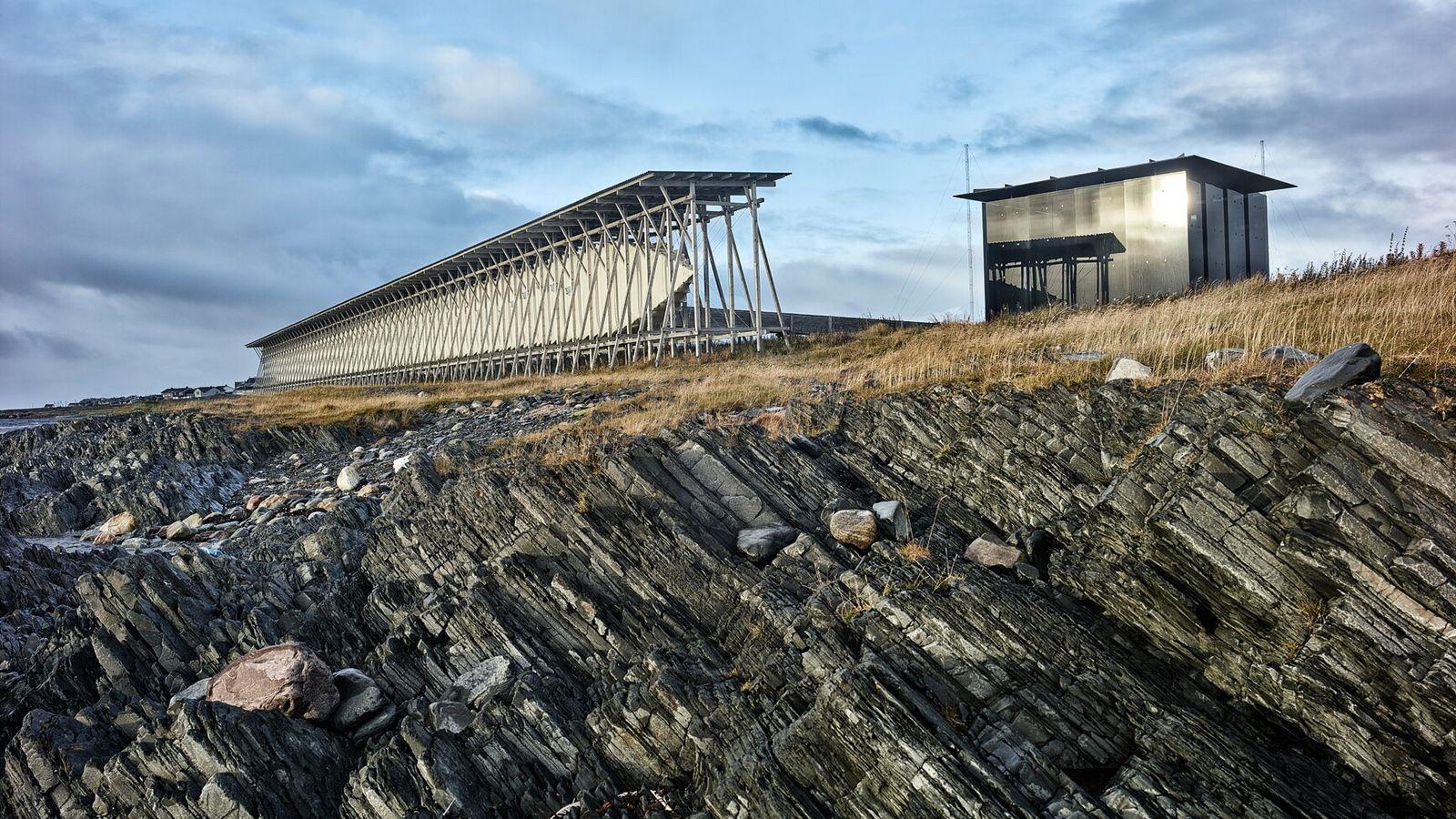 Le mémorial norvégien de Steilneset, situé en bordure de la mer de Barents, commémore 91 femmes et ...