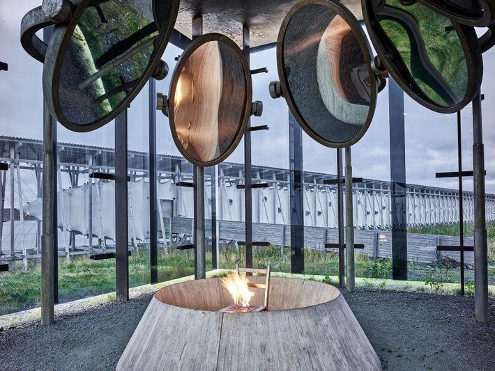 Le mémorial norvégien de Stei lneset a été conçu par l'artiste Louise Bourgeois et l'architecte Peter ...