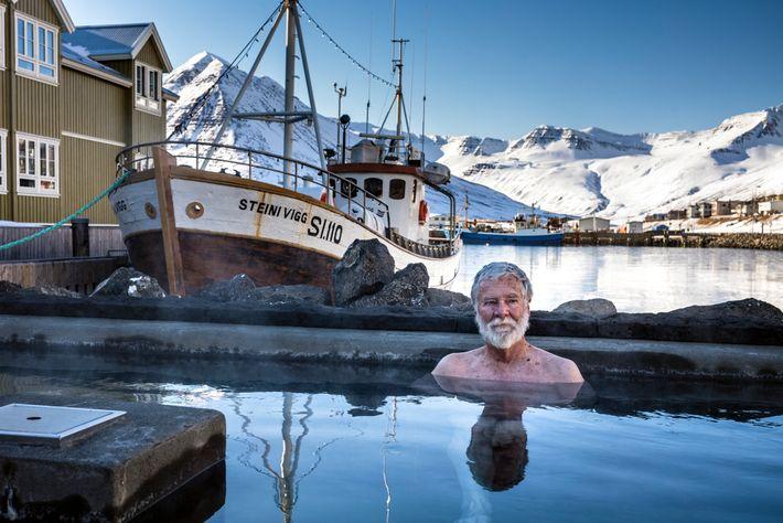 Surnommé Sigló, le village de pêche de Siglufjörður est populaire auprès des touristes qui parcourent l'Arctic Coast Way. ...