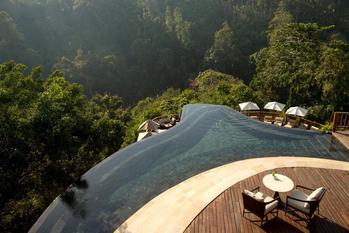 BALI, INDONÉSIE - Les personnes séjournant à l'hôtel Hanging Gardens Bali dans la jungle balinaise peuvent ...