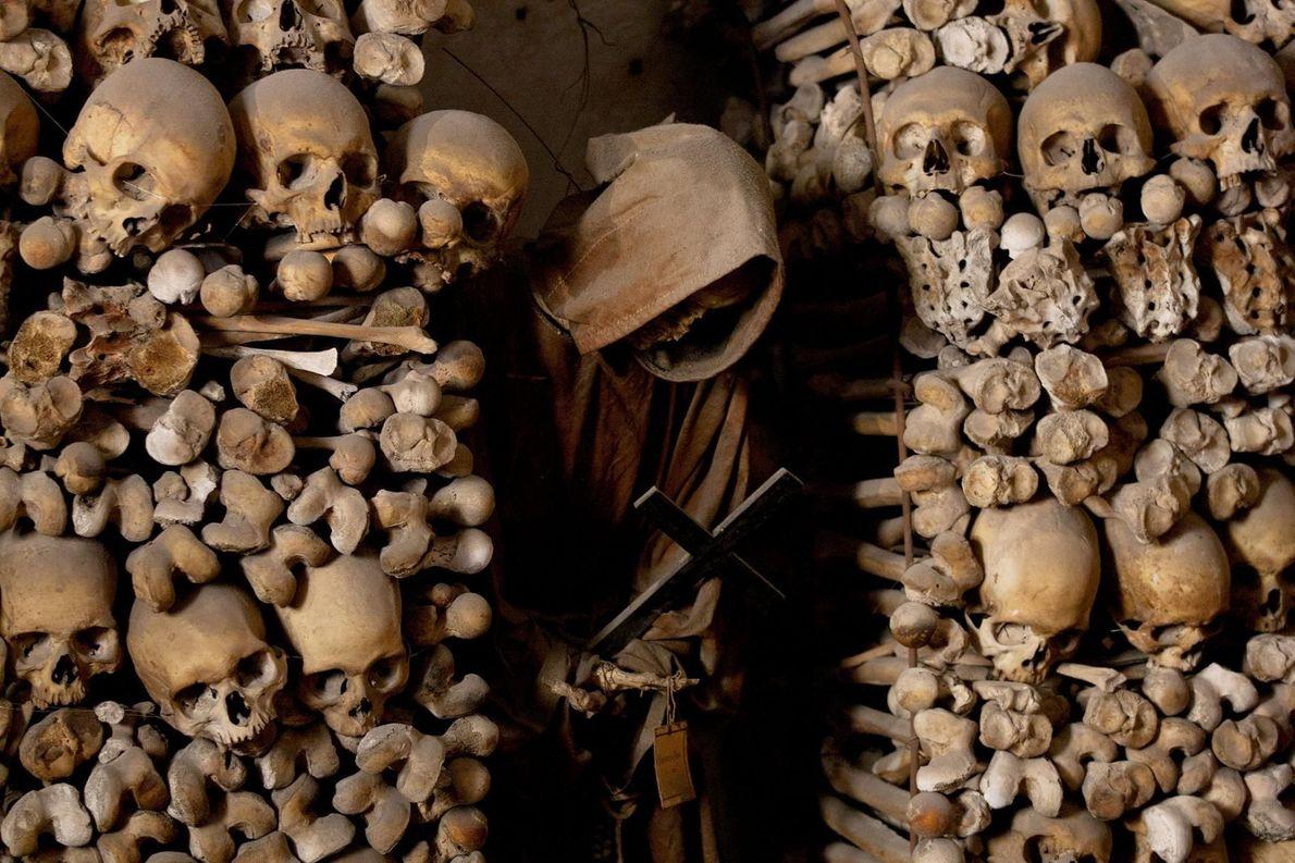 Catacombes des capucins, Italie -Les restes de plus de 2000individus reposent dans les catacombes de ce ...
