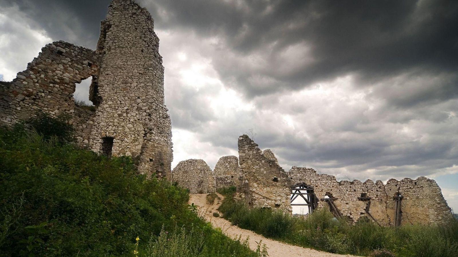 Château de Čachtice, Slovaquie - L'histoire de ce château qui a servi de décor au film Nosferatu ...