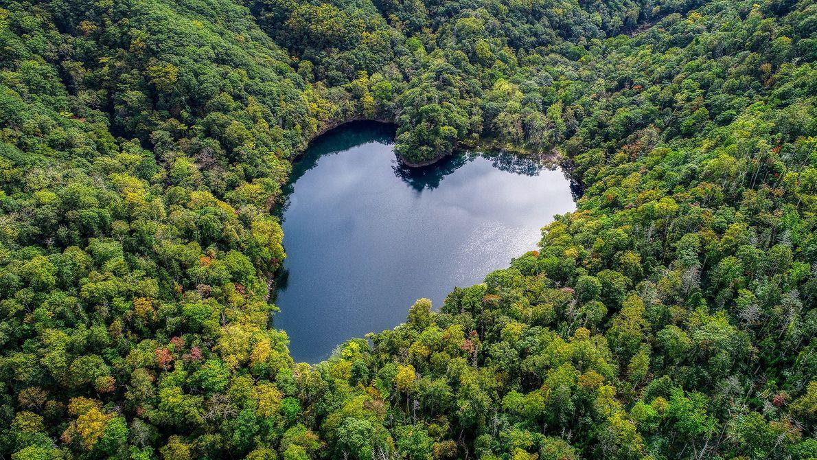Merveille parmi les merveilles naturelles japonaises, le lac Toyoni est un lac d'eau douce qui a ...