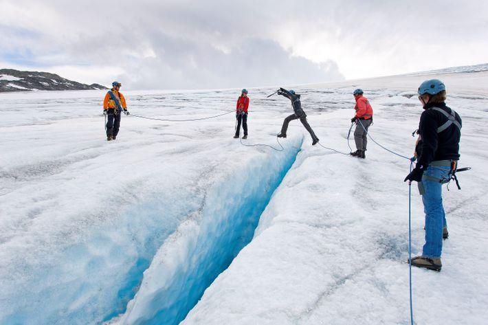 Escalader un glacier est toujours une aventure, mais recréer l'esprit de la bataille de Hoth est ...