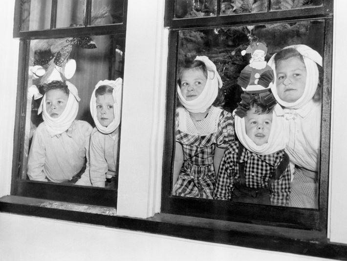 Ces cinq frères et sœurs ont tous contracté les oreillons, une infection virale hautement contagieuse, à ...