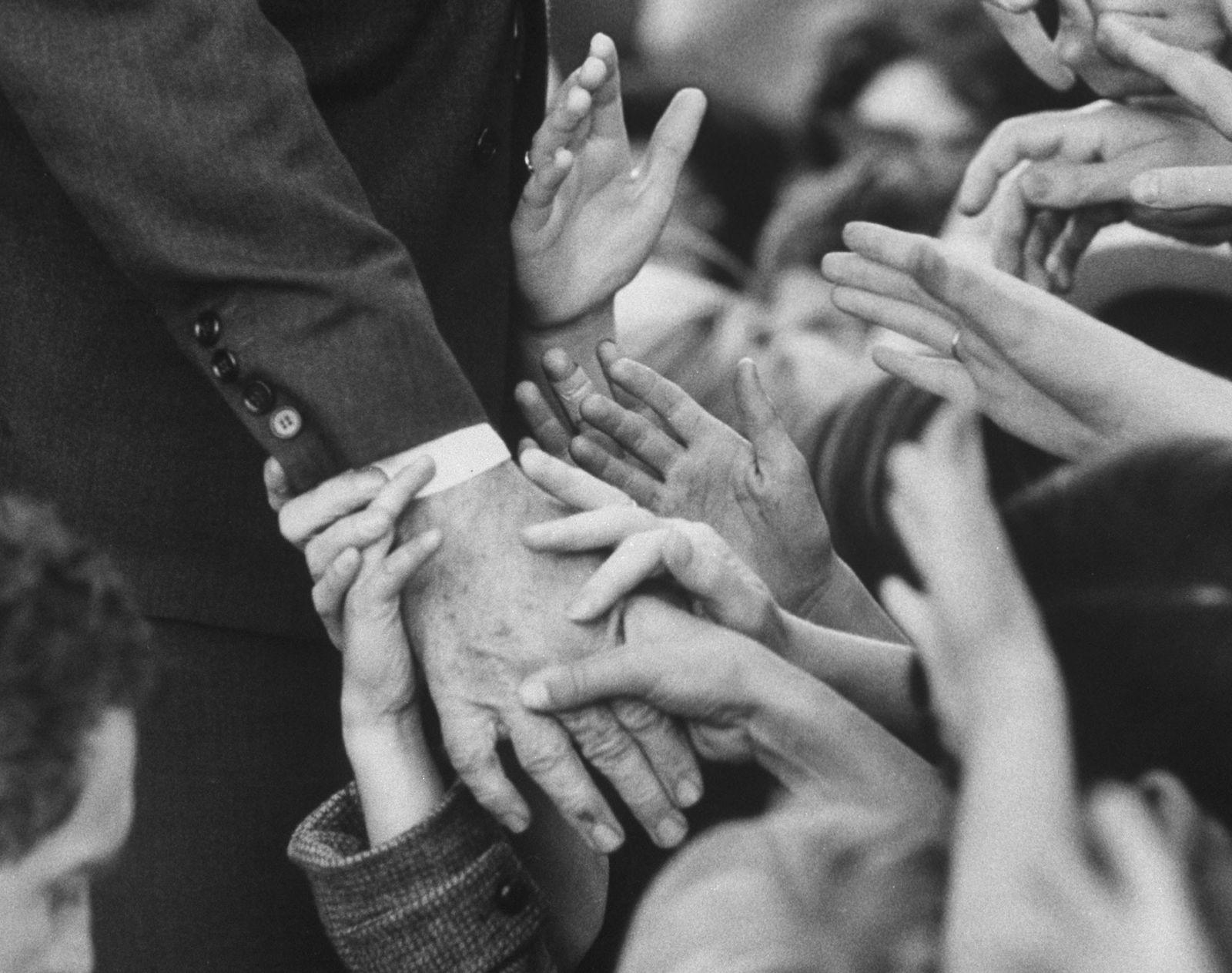 Pourquoi est-ce si difficile d'arrêter de se serrer la main ?