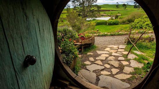 En Nouvelle-Zélande, sur l'île du Nord, Hobbitebourg et ses tanières à Hobbits sont devenus une destination ...