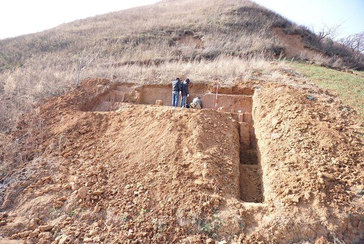 C'est sur ce site de fouilles archéologiques, niché sur le flanc d'une colline dans la province ...