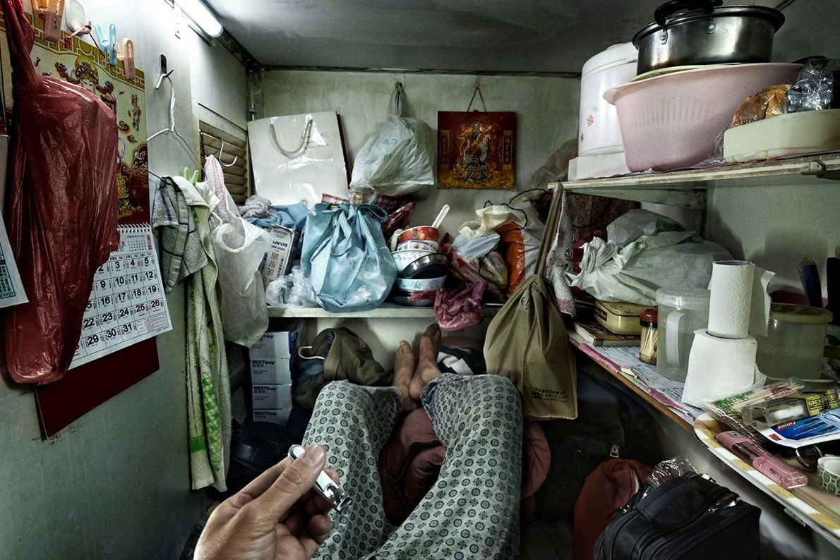 Les « maisons-cages » sont des chambres minuscules occupées par les personnes les plus pauvres de ...