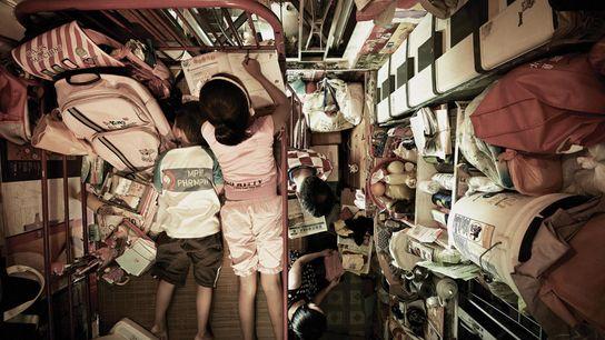 Cette cabine de moins de cinq mètres carrés tient lieu d'espace multifonctions pour la famille Leung ...