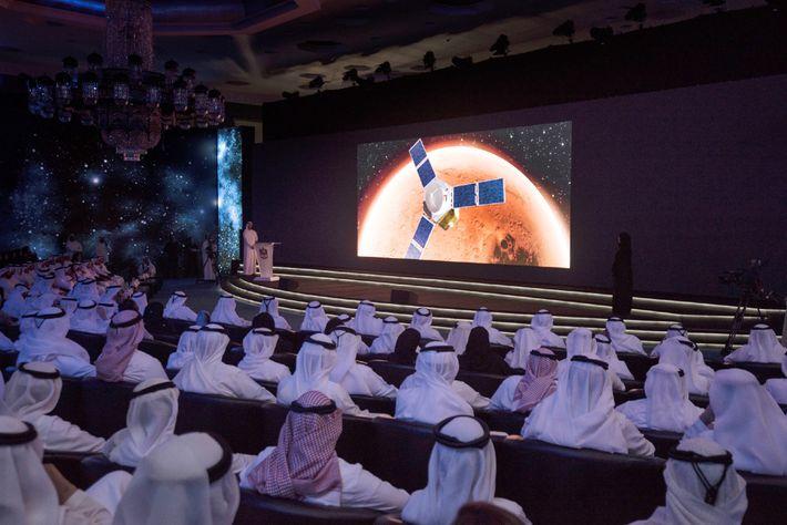 Le cheikh Mohammed Bin Rashid Al Maktoum, Premier ministre du pays et souverain de Dubaï, parle de la mission ...