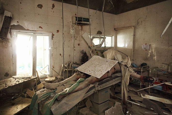 Le corps d'un patient, identifié plus tard comme appartenant à Baynazar Mohammad Nazar, 43 ans, époux ...