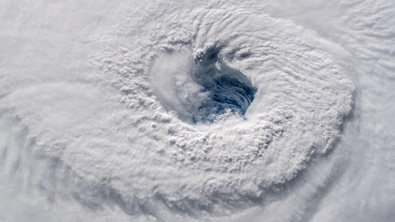 Cette image fournie par une caméra haute définition arrimée à la station spatiale montre l'ouragan Florence, ...