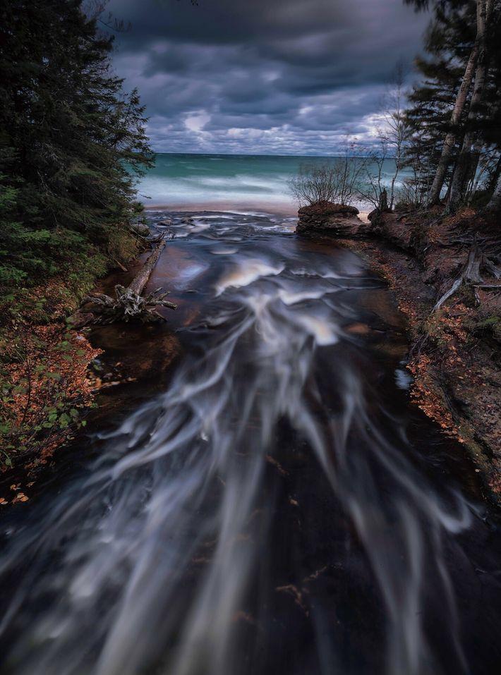 La rivière Hurricane se jette sur la rive sud du sud du lac Supérieur, qui constitue ...