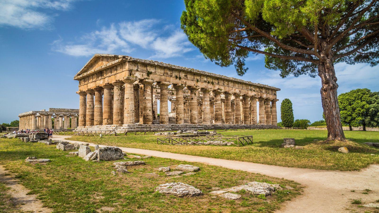 D'après certains auteurs, l'ordre dorique grec serait une simplification du feuillage du papyrus. Temple d'Héra à ...