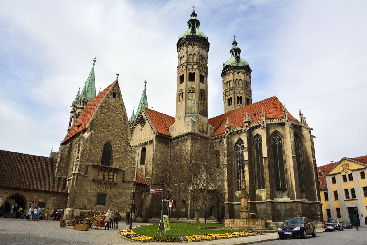 Cette cathédrale de Saxe-Anhalt a débuté sa construction en 1028 et reste encore à ce jour ...