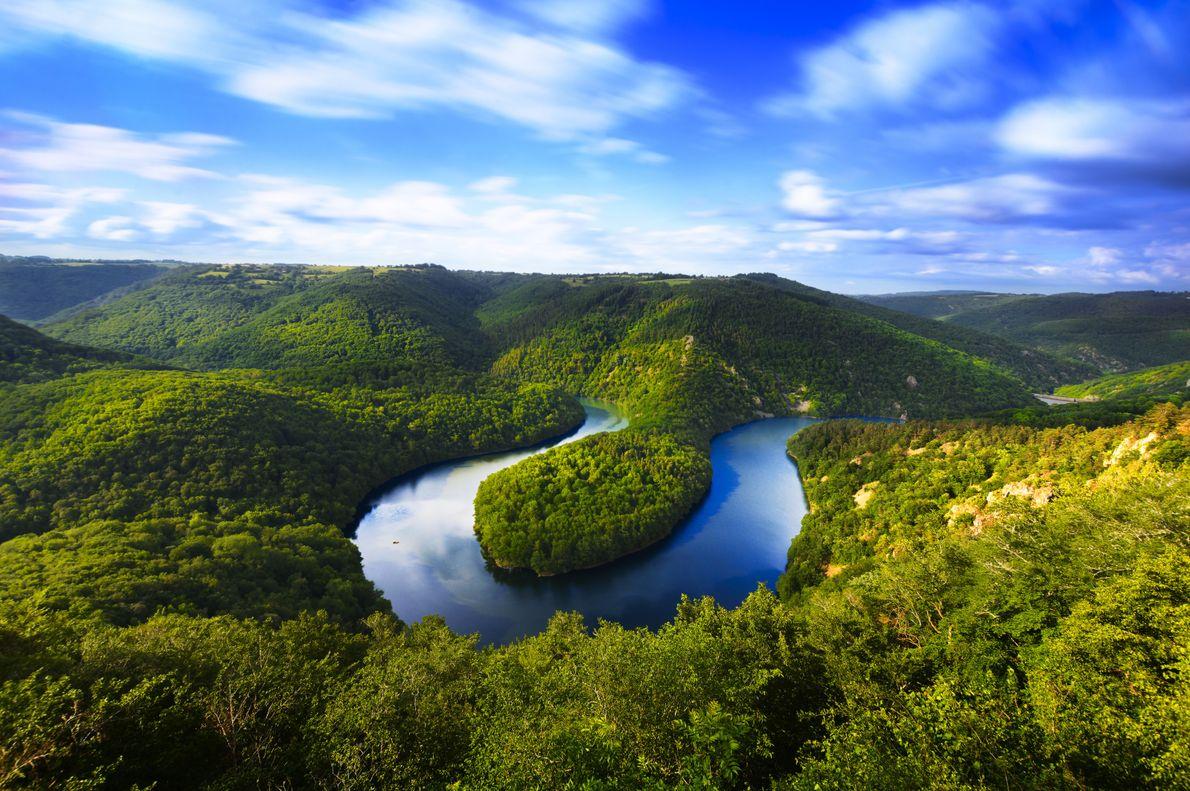 Chaîne des Puys - Situé au centre de la France, le site comprend la longue faille ...