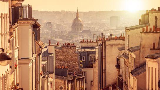 Panorama de Paris, vue depuis la colline de Montmartre, à Paris.