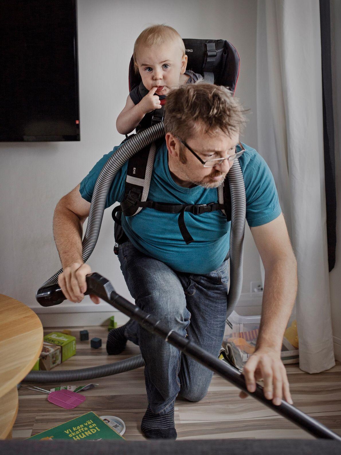 Au cours des huit mois passés avec son fils Gustav, l'acheteur Ola Larsson a dû maîtriser ...