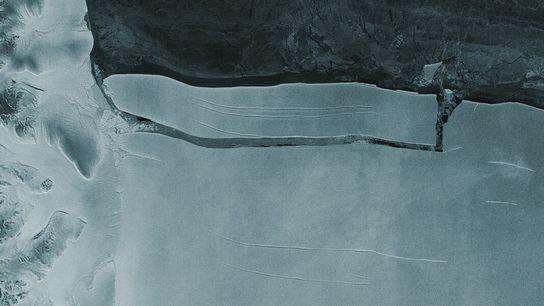 L'iceberg A-76 devrait dériver dans la mer de Weddel avant de se fractionner et fondre peu ...