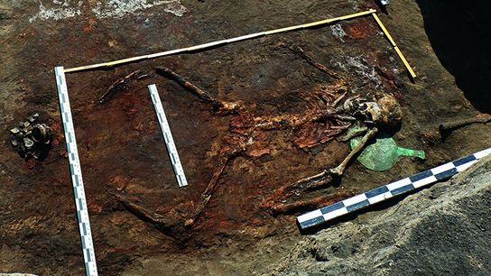 Vue de l'une des sépultures d'Amazones mises au jour en Russie, en cours de fouille.