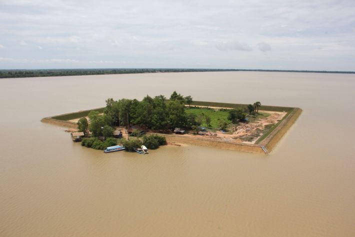 Réalisation de la digue de protection - 2012