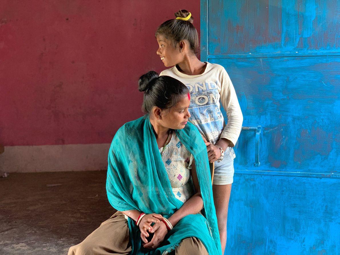 Abhina Naik et sa fille Antri sont cueilleuses de thé à Mujnai Hatkola, dans le Bengale ...
